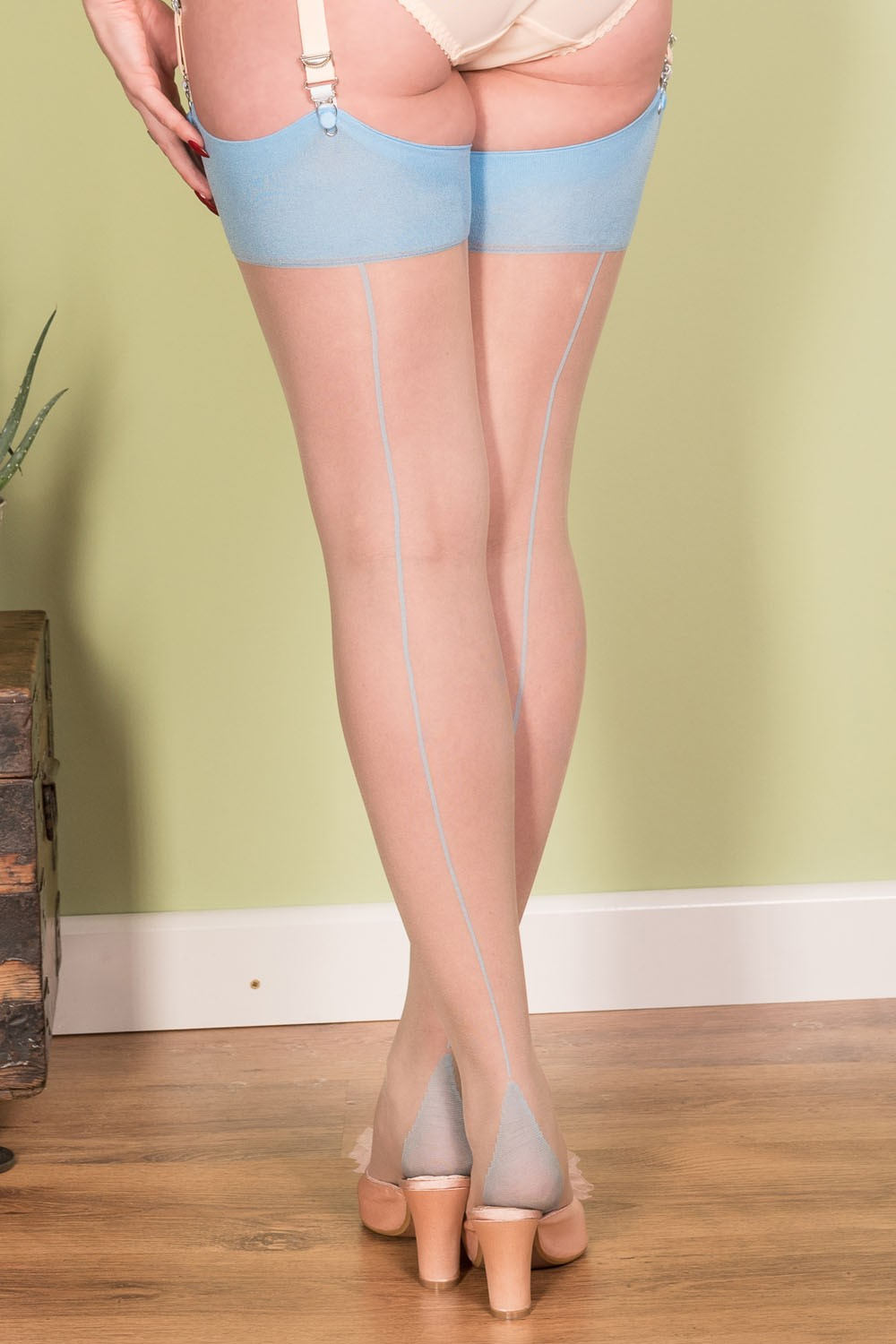 Glamour Blonde In Seamed Stockings An