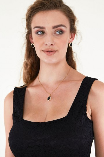Ruby Noir Elegant Earring and Necklace Set